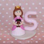 Figurine petite princesse et son doudou chien