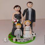 Famille en tenue de mariage
