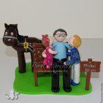 figurine anniversaire papy 70 ans avec ses petits enfants et son cheval de course
