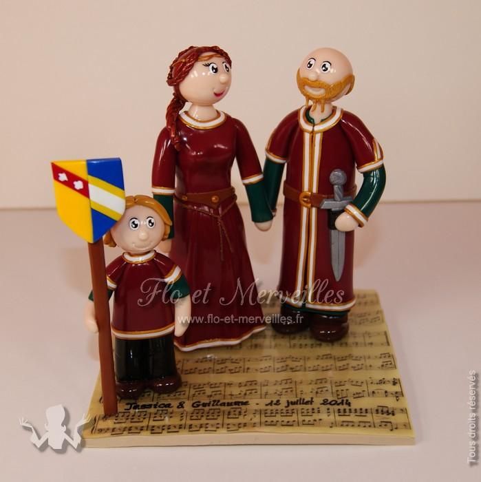 Figurines de mariage personnalisées en tenue médiévale