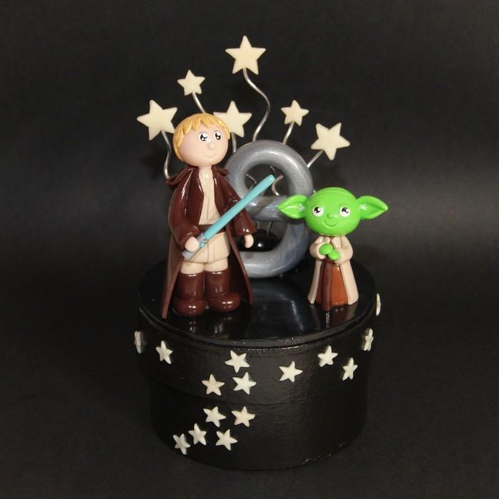 figurine anniversaire personnalisée - star war -Yoda - Jedï