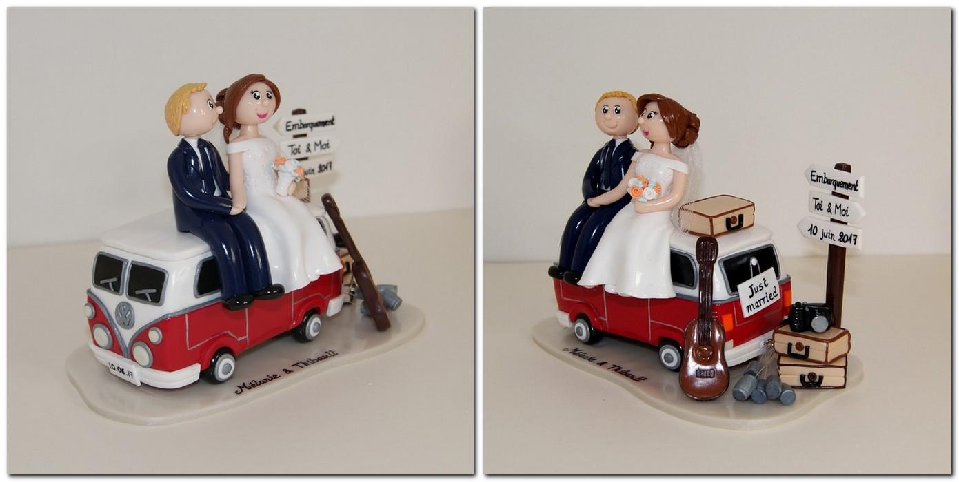 figurines de mariage assis sur un petit combi van WV avec valises et guitare
