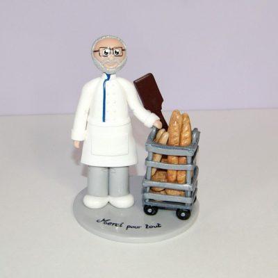 figurine départ en retraite, boulanger et son chariot de pain