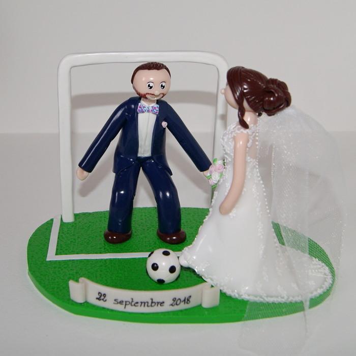 Figurines de mariage personnalisées, en tenue de mariage, jouant au football